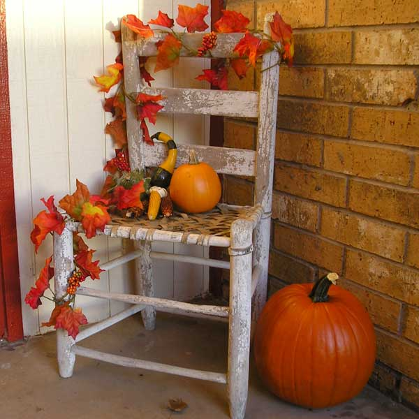 Fall porch decorating 24 7 moms for Autumn decoration