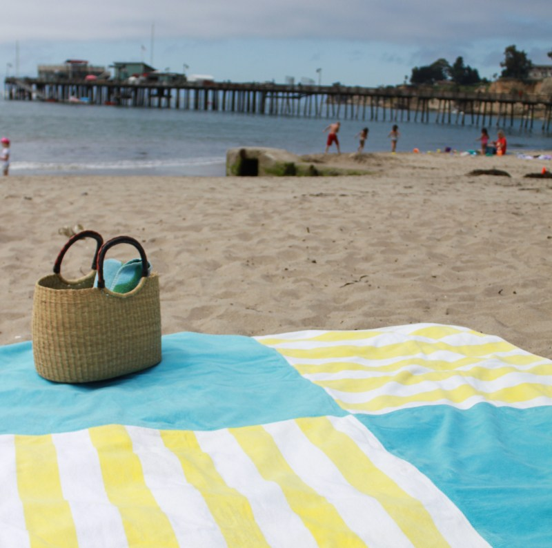 Family Beach Blanket: MOM Tip: Make A Beach Blanket From Old Towels