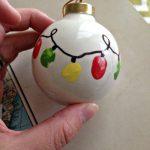 MOM Tip: DIY Kid's Fingerprint Christmas Lights Ornament