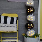 Easy Black and White Halloween Topiary