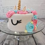 How to Decorate a Unicorn Cake